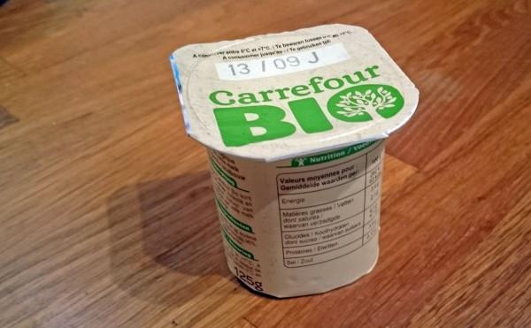 Un yaourt Carrefour Bio au lait entier issu de France