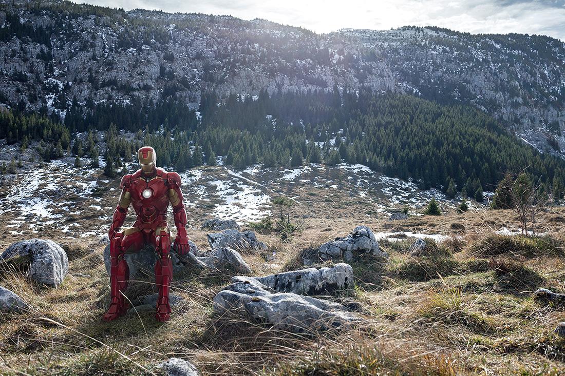 Le superhéros Iron Man dans les Alpes