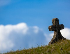 Une tombe - Article sur la mortalité en France