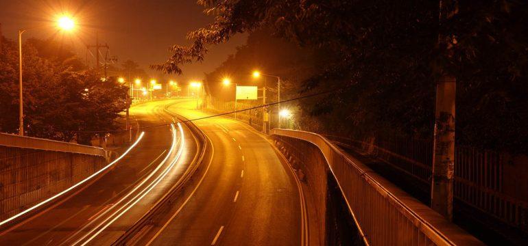 Eclairage - Une 2x2 voies éclairée en pleine nuit