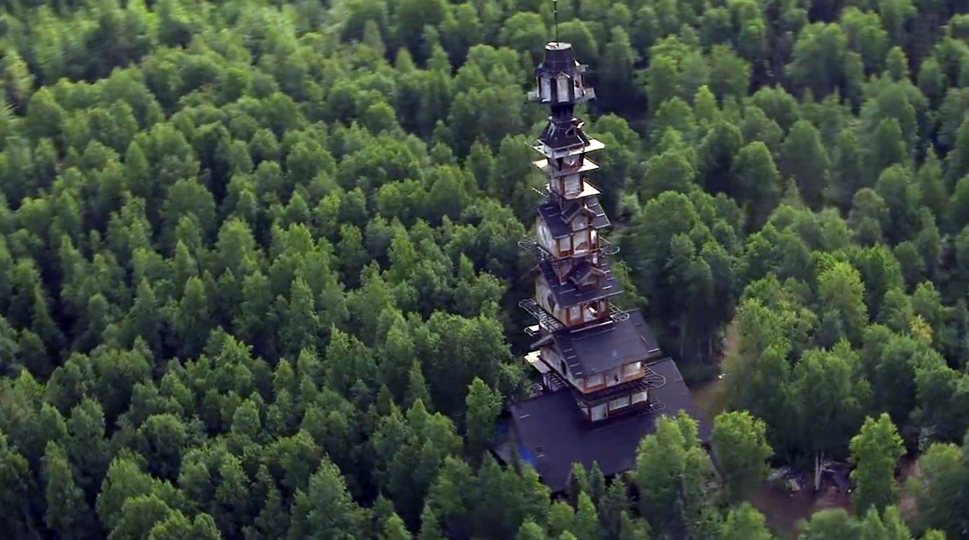 La plus haute cabane du monde se cache en alaska for La plus grande cabane du monde