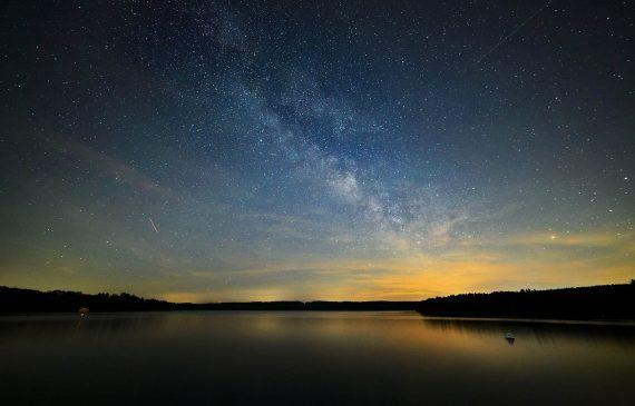 Astronomie - Le ciel nocturne et la voie lactee